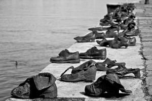 Le-scarpe-sul-Danubio-1